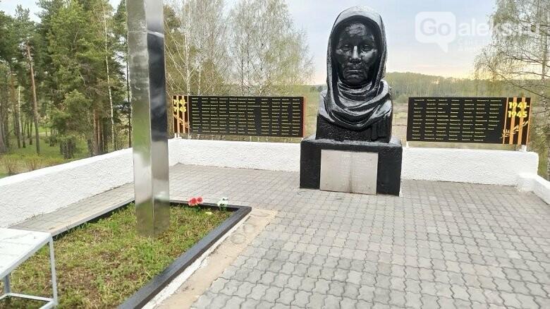 В Александровском районе облагородили памятники к 75-летию Победы, фото-9
